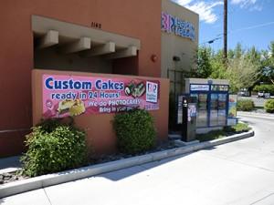 Baskin Robbins, exterior signs