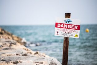 5 Ways You Can Use Safety Signs to Keep Your Employees & Customers Safe